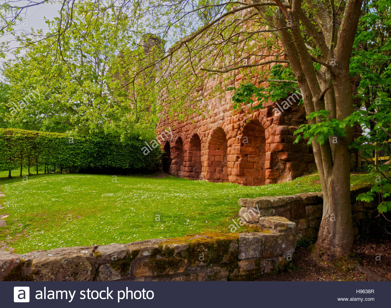 UK, Scotland, Midothian, Edinburgh Area, Roslin, View of the Rosslyn Castle. - Stock Image