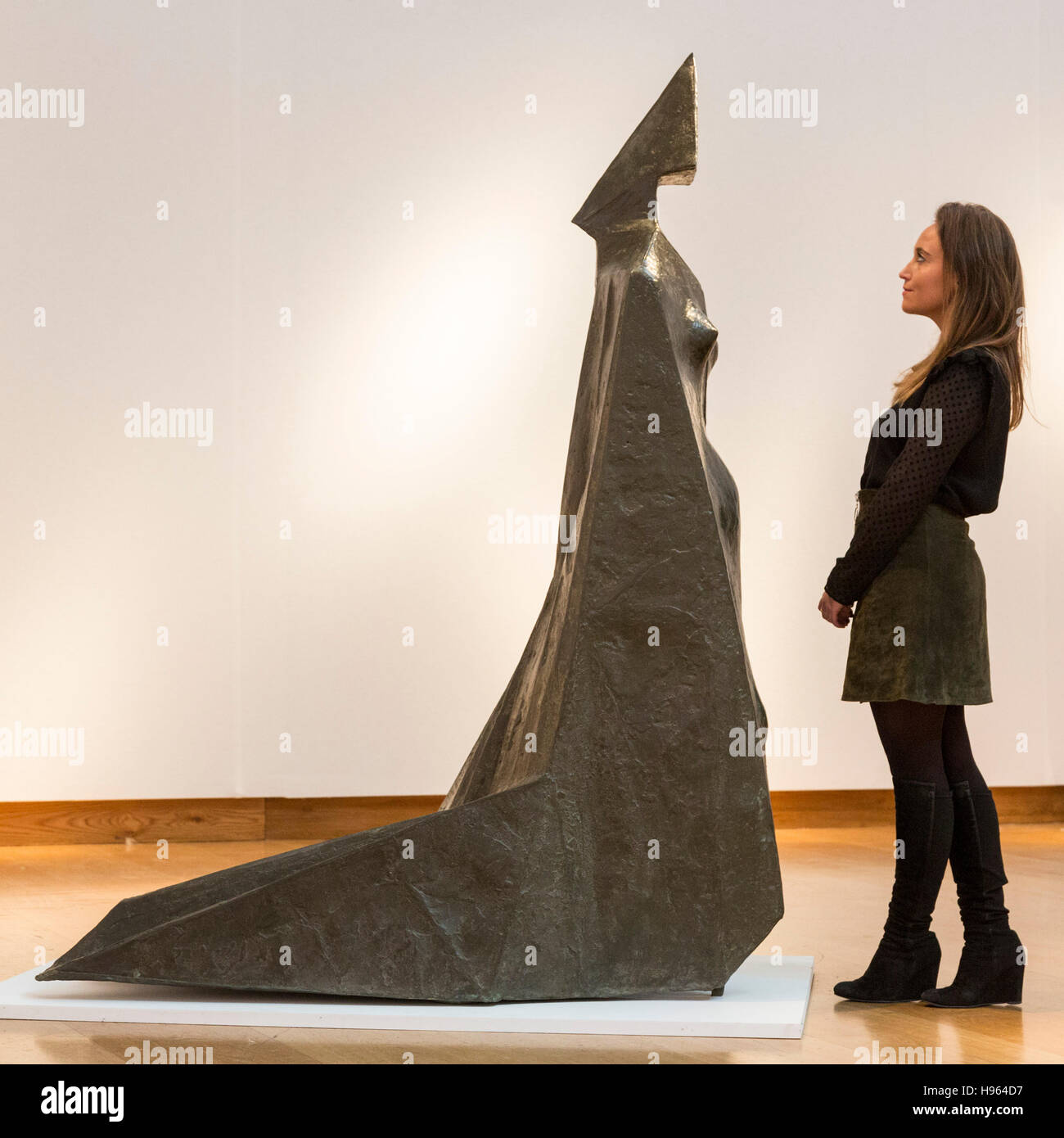 London, UK. 18 November 2016. Pictured: Bronze Cloaked Figure IX by Lynn Chadwick, est. GBP 500,000-800,000. Christie's - Stock Image