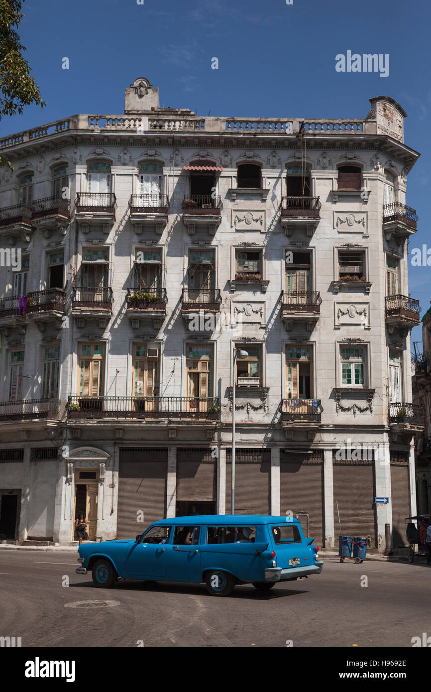 Cuban vintage car and building Stock Photo