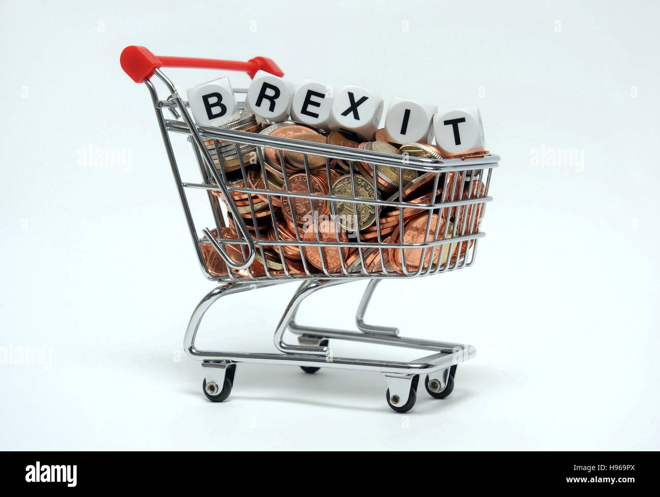 SHOPPING TROLLEY FULL OF  BRITISH MONEY WITH WORD DICE SPELLING 'BREXIT' RE BREXIT THE EU EUROPEAN UNION - Stock Image