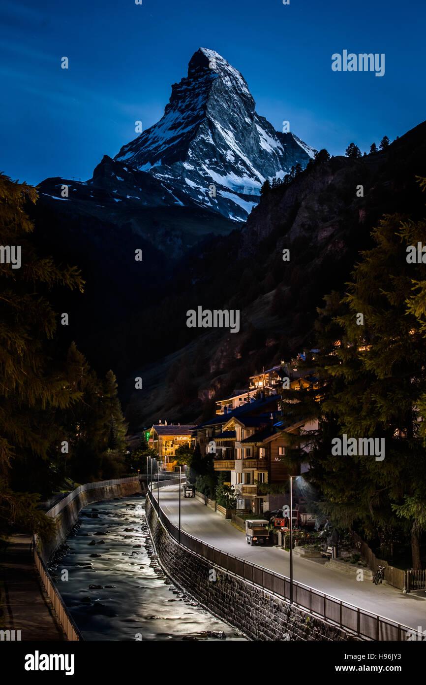 Night photo of Zermatt city and Matterhorn - Stock Image