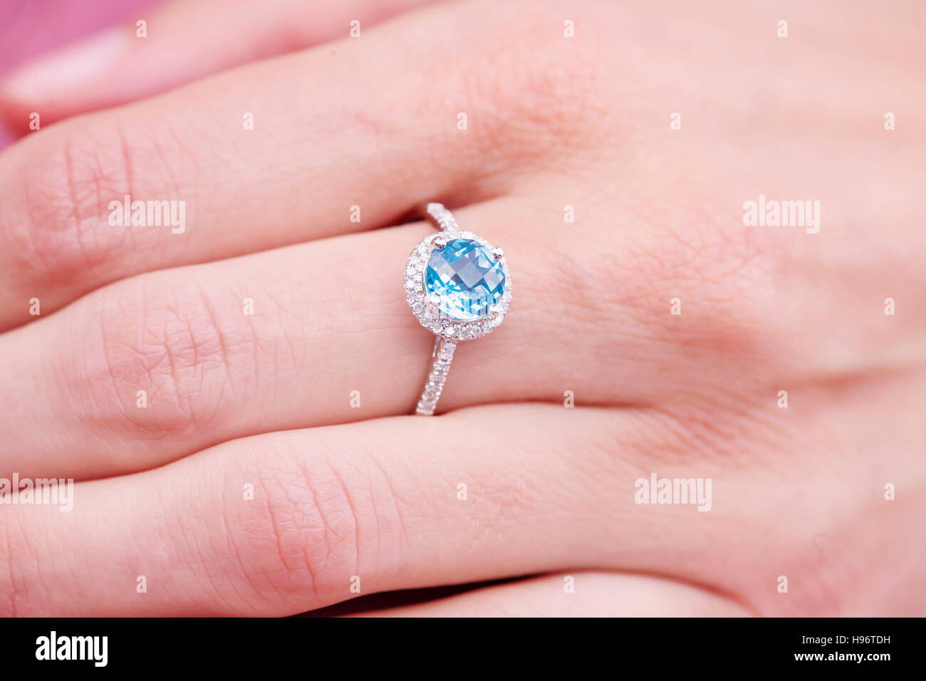 Wedding Ring Hand Stock Photos & Wedding Ring Hand Stock Images - Alamy