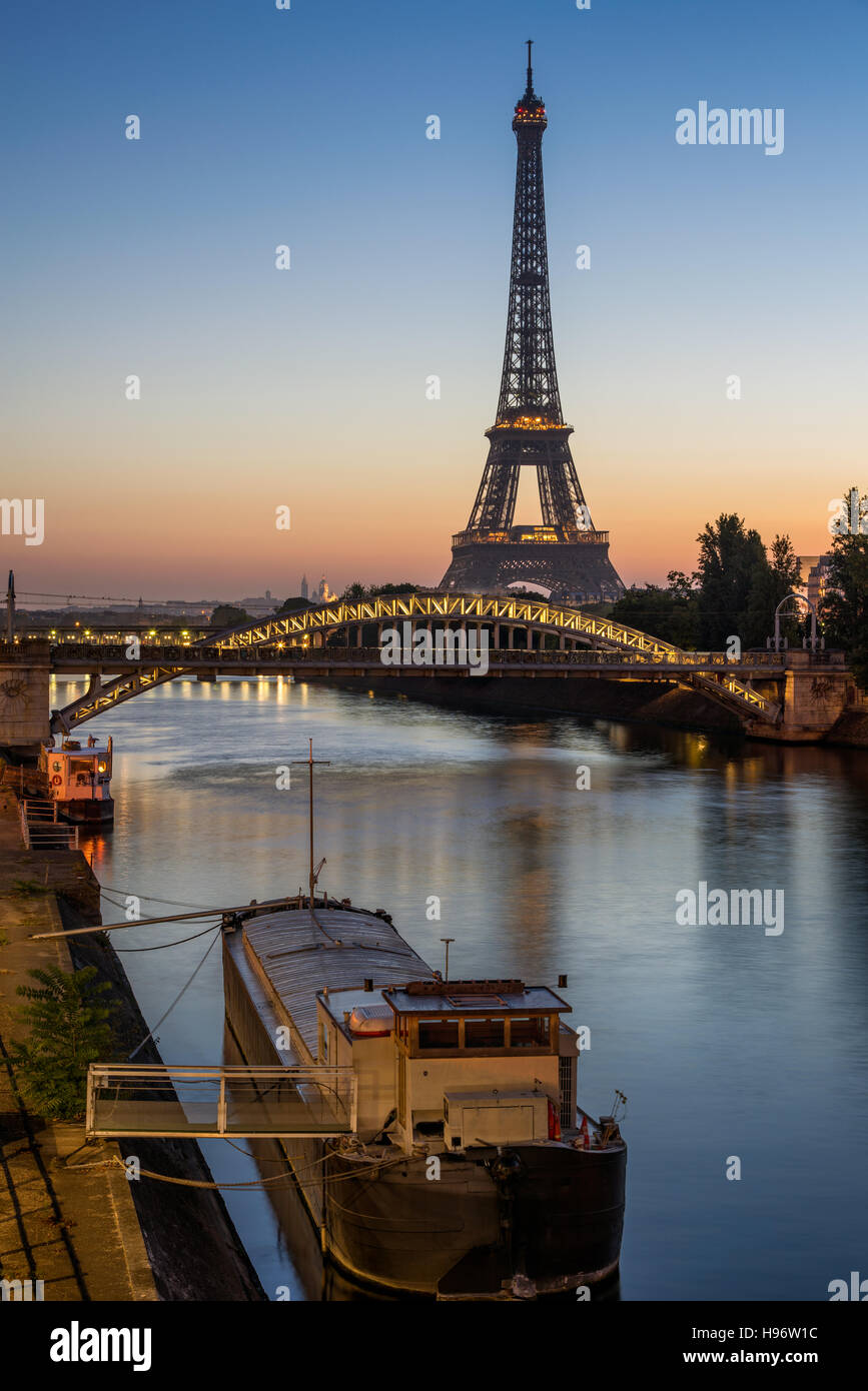 Sunrise on the Eiffel Tower, the Seine River and Pont Rouelle bridge. Paris, France - Stock Image