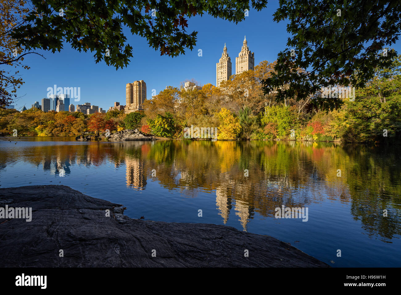 Fall in Central Park at The Lake. Cityscape sunrise view with colorful Autumn foliage on the Upper West Side. New - Stock Image