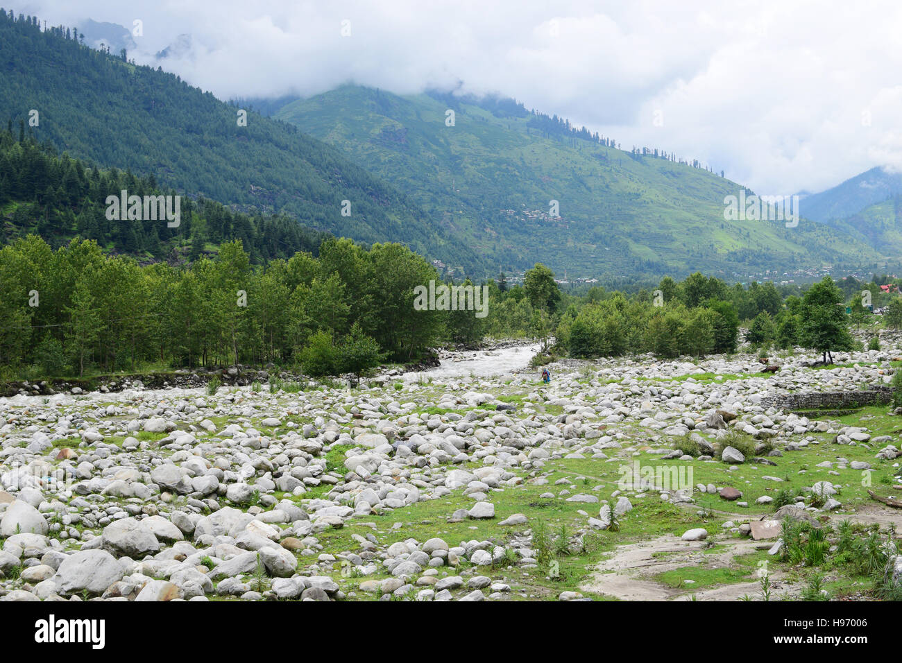 Manali valley in Himachal Pradesh India Tourist destination on the shores of Beas River and Himalayas Mountains - Stock Image