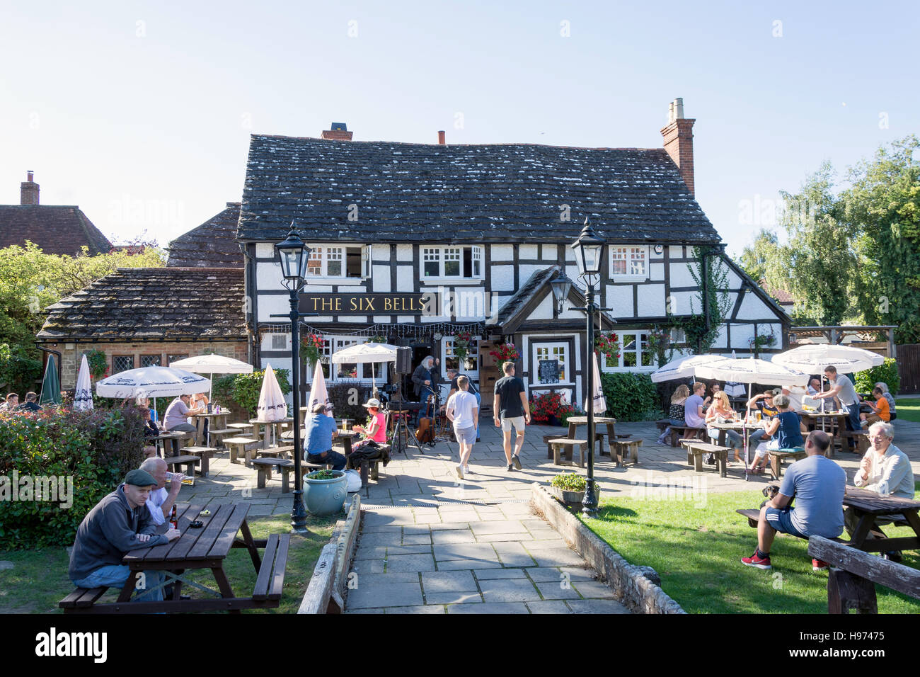 16th century The Six Bells Pub, High Street, Billingshurst, West Sussex, England, United Kingdom - Stock Image