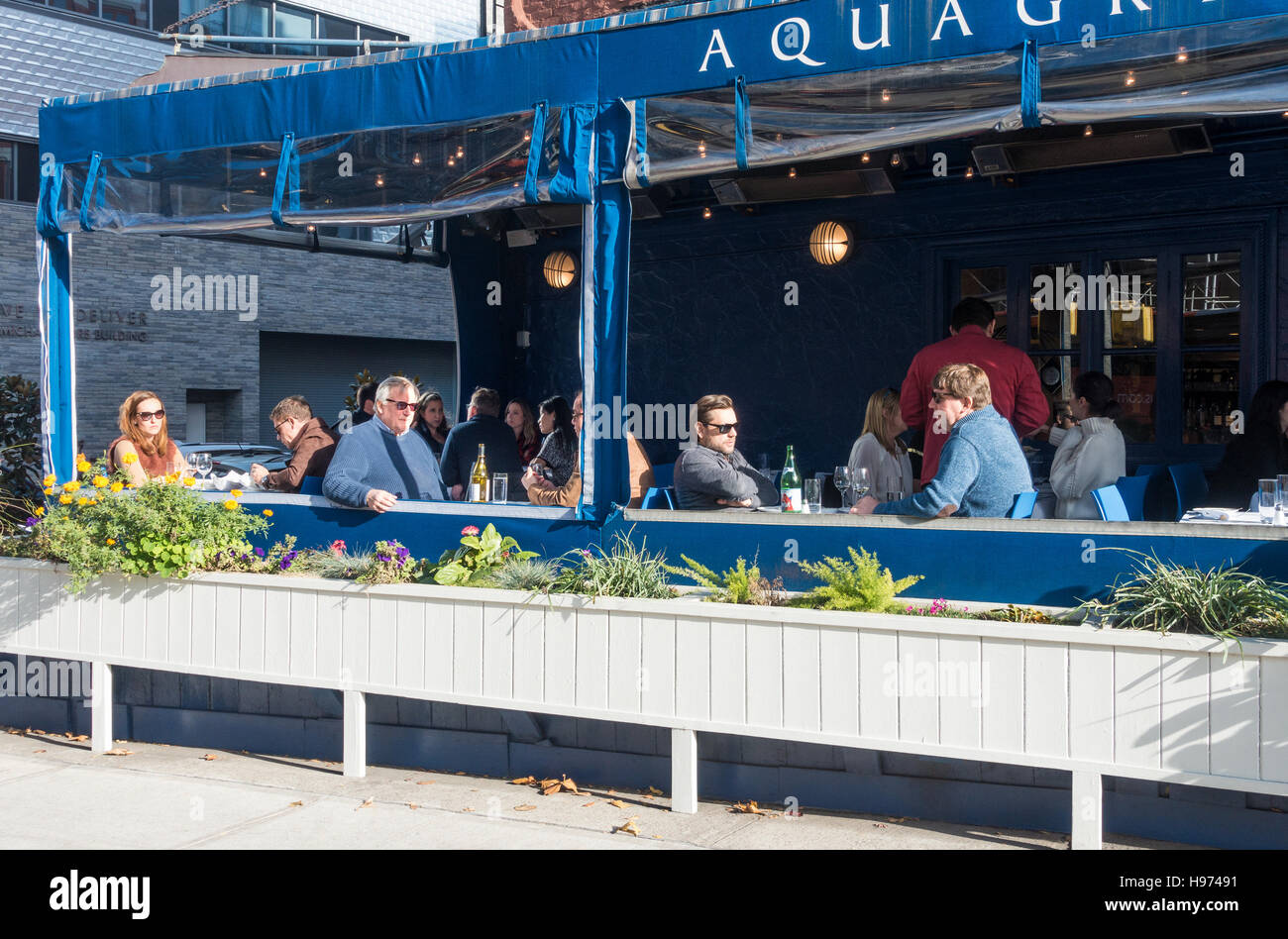 Diners on the terrace at Aquagrill seafood restaurant in Soho, New York City - Stock Image