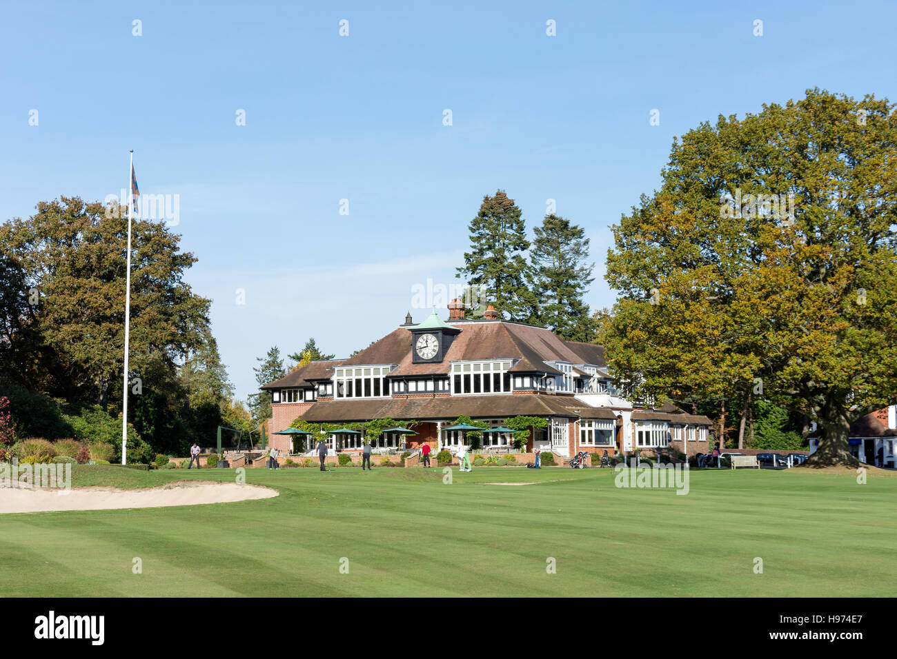 Clubhouse and 18th Green, Sunningdale Golf Course, Sunningdale, Berkshire, England, United Kingdom - Stock Image