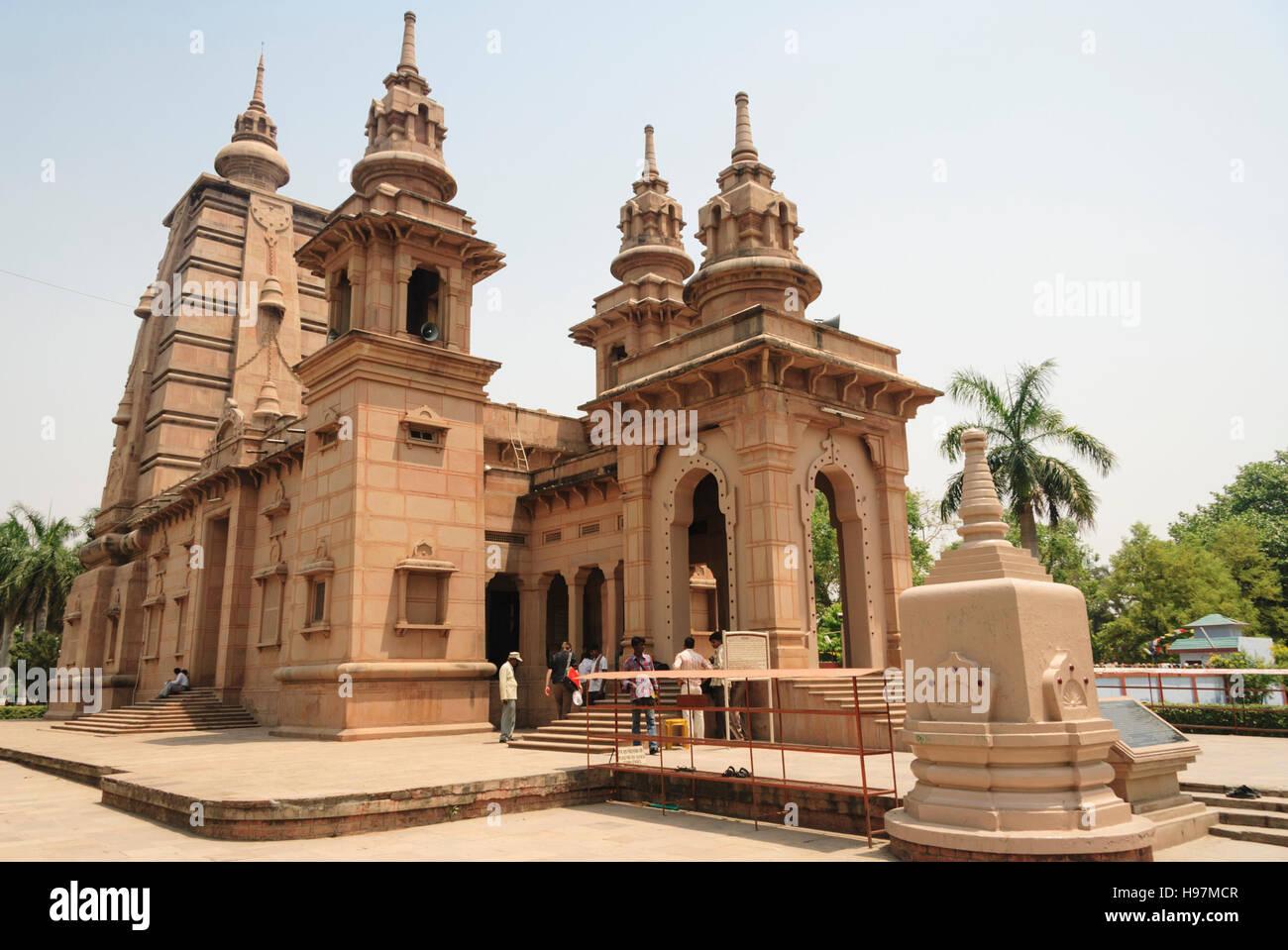 Mulagandhakuti Vihara, Sri Lankan Buddhist temple.  Sarnath, Varanasi, Uttar Pradesh, India, Asia - Stock Image