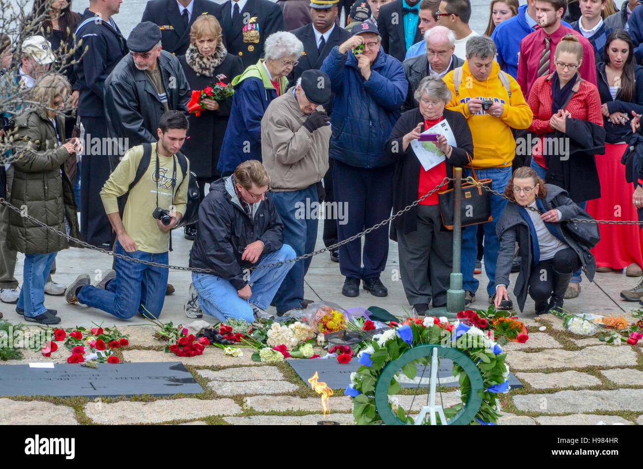 Citizens visit the grave of John F. Kennedy on the fiftieth anniversary of his assassination. Arlington National - Stock Image