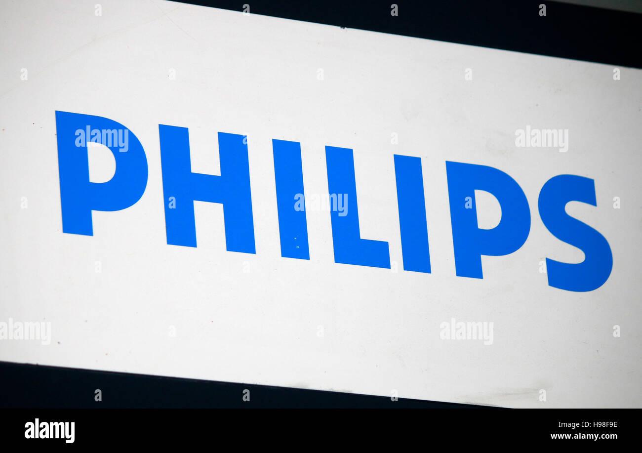das Logo der Marke 'Philips', Berlin. - Stock Image