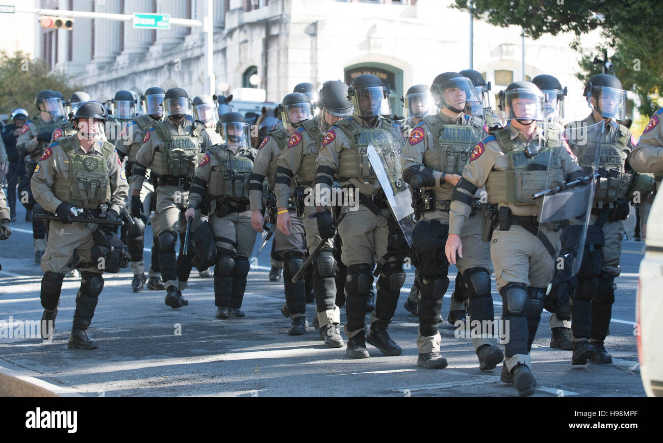 DPS officers in riot gear keep White Lives Matter marchers apart from those protesting against them near the Texas - Stock Image
