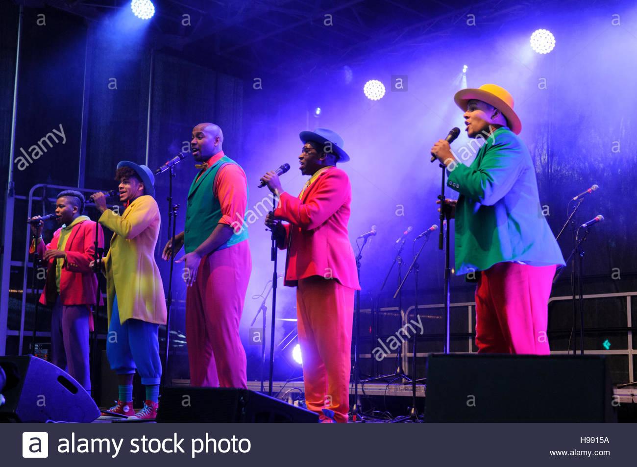 Edinburgh, UK. 20 November, 2016. The cast of Five Guys Named Moe ...