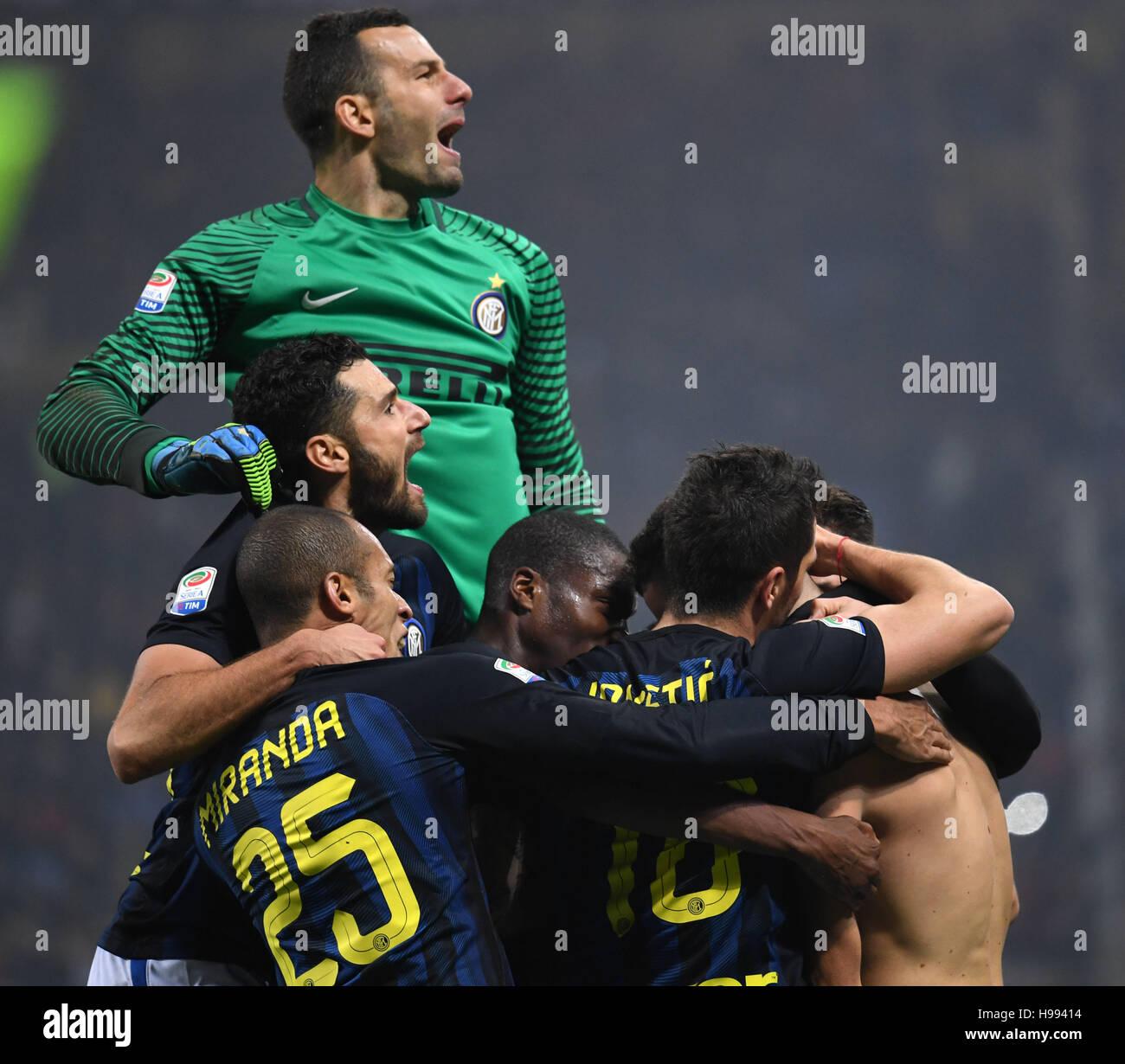 Milan. 20th Nov, 2016. Inter Milan's players celebrate Ivan Perisic's goal during the Italian Serie A football match Stock Photo