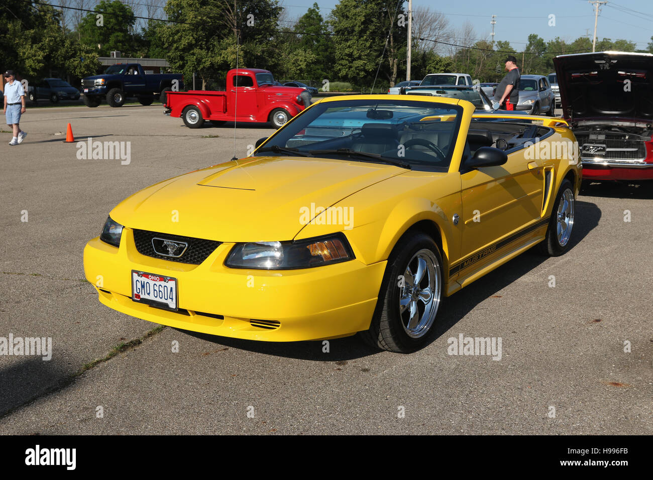 Auto ford mustang convertible yellow gmq6604 stock photo