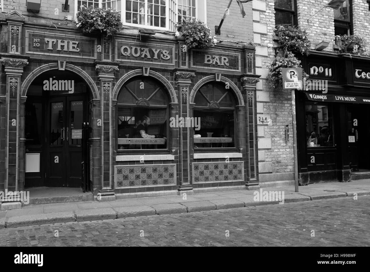 The Quay is one of the many bars in the touristy Temple Bar area of Dublin. - Stock Image