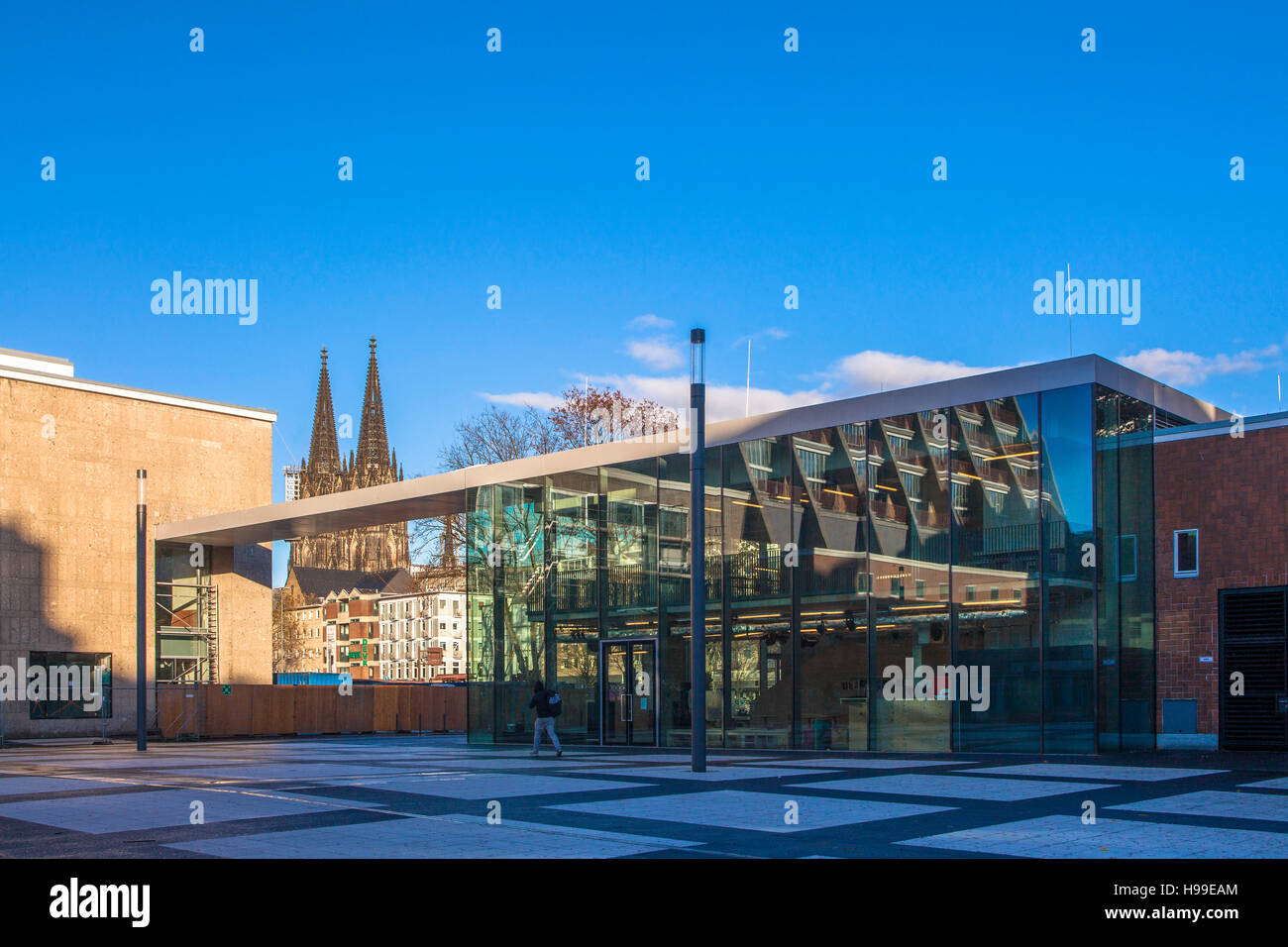 Germany, Cologne, the Kleine Haus (small house) of the Schauspiel Koeln (Cologne Theater),the cathedral. - Stock Image