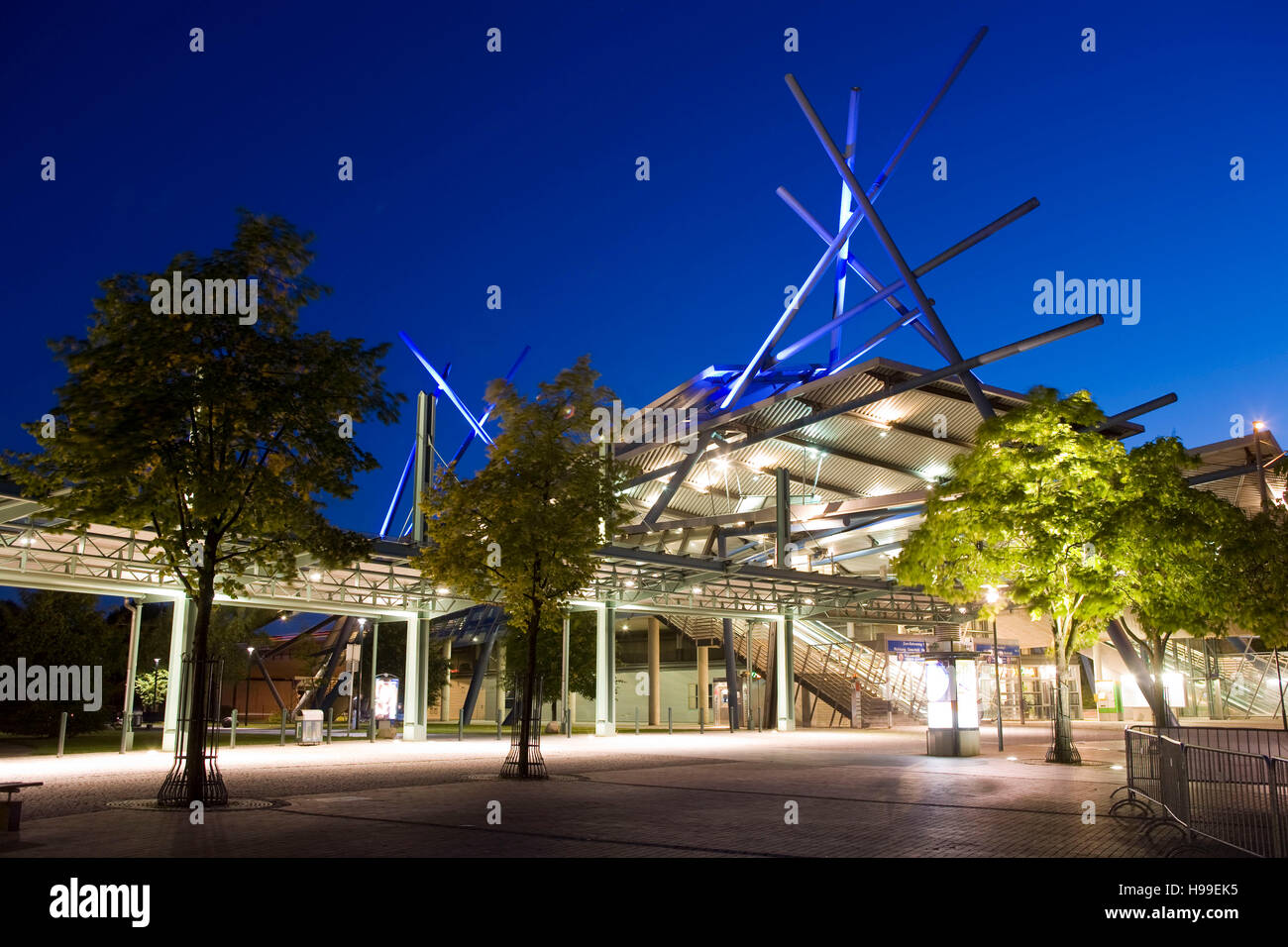 Germany,  Ruhr area, Oberhausen, bus- and streetcar stop in the district Neue Mitte. Stock Photo