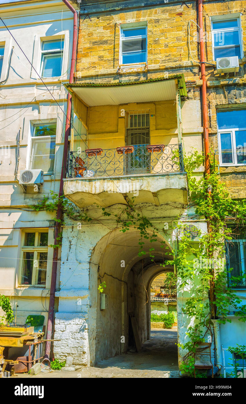 Typical residential edifice in old part of Odessa, Ukraine. - Stock Image