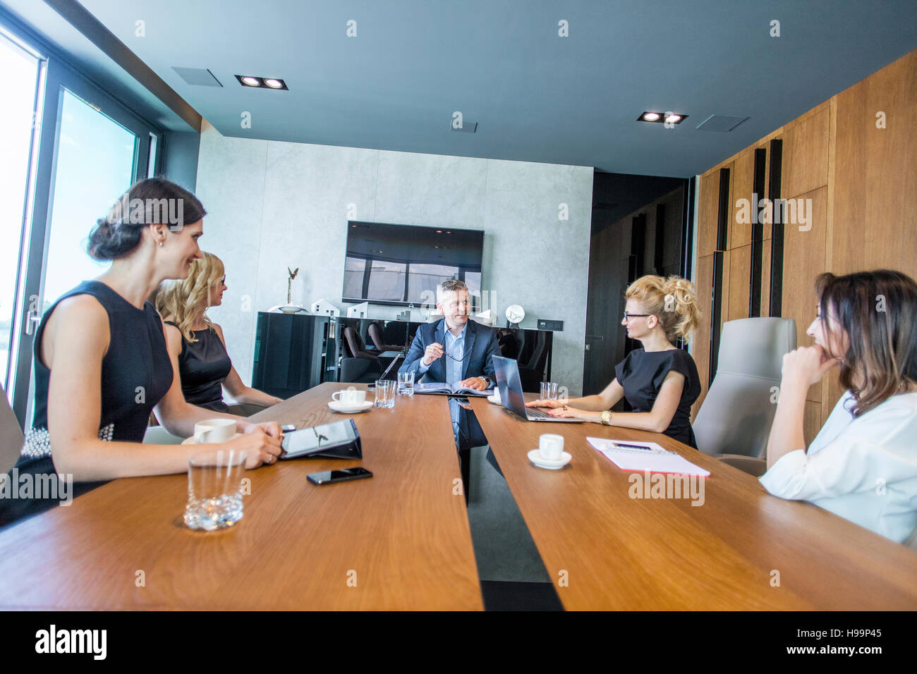 Business people having a meeting in conference room - Stock Image