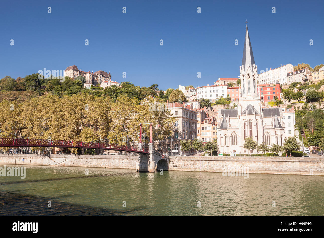 Eglise and Passerelle Saint George in Vieux Lyon. - Stock Image