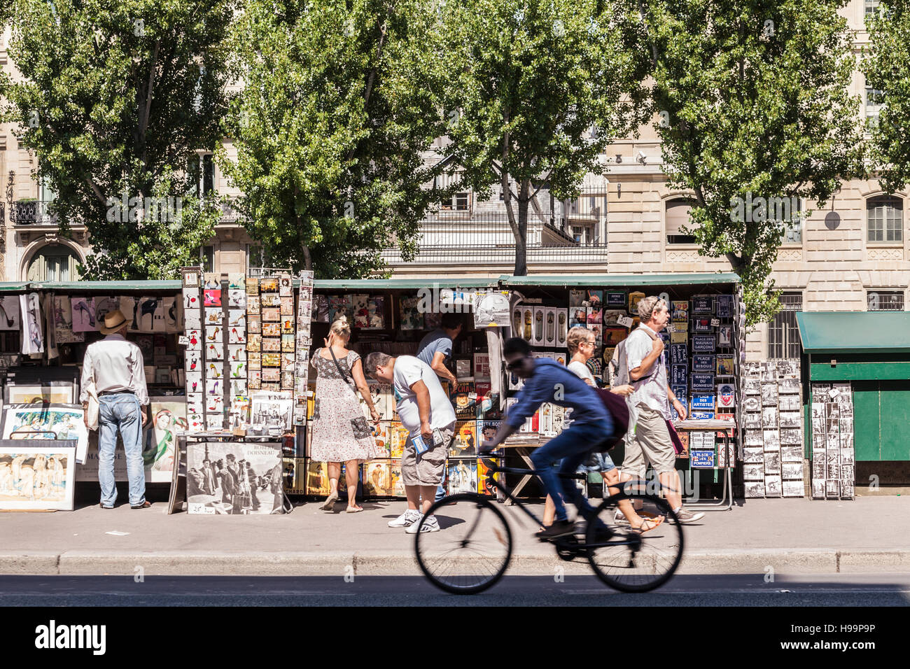 Booksellers on the banks of the river Seine in Paris. - Stock Image