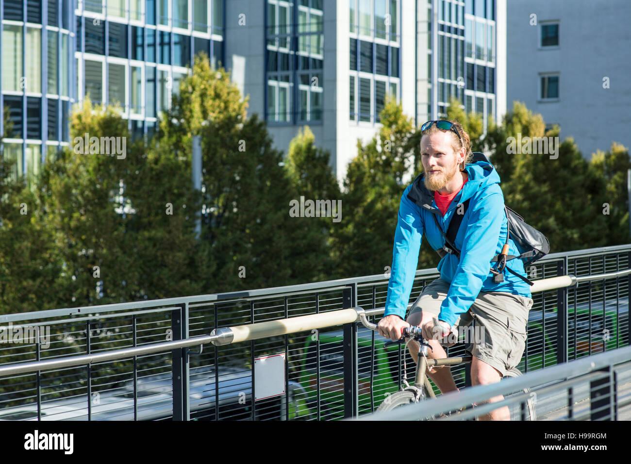 Bike messenger on the move - Stock Image