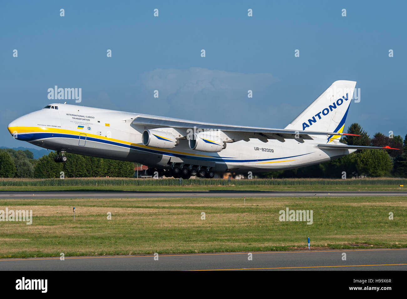 Antonov AN124 Design Bureau departing from Turin Airport - Stock Image