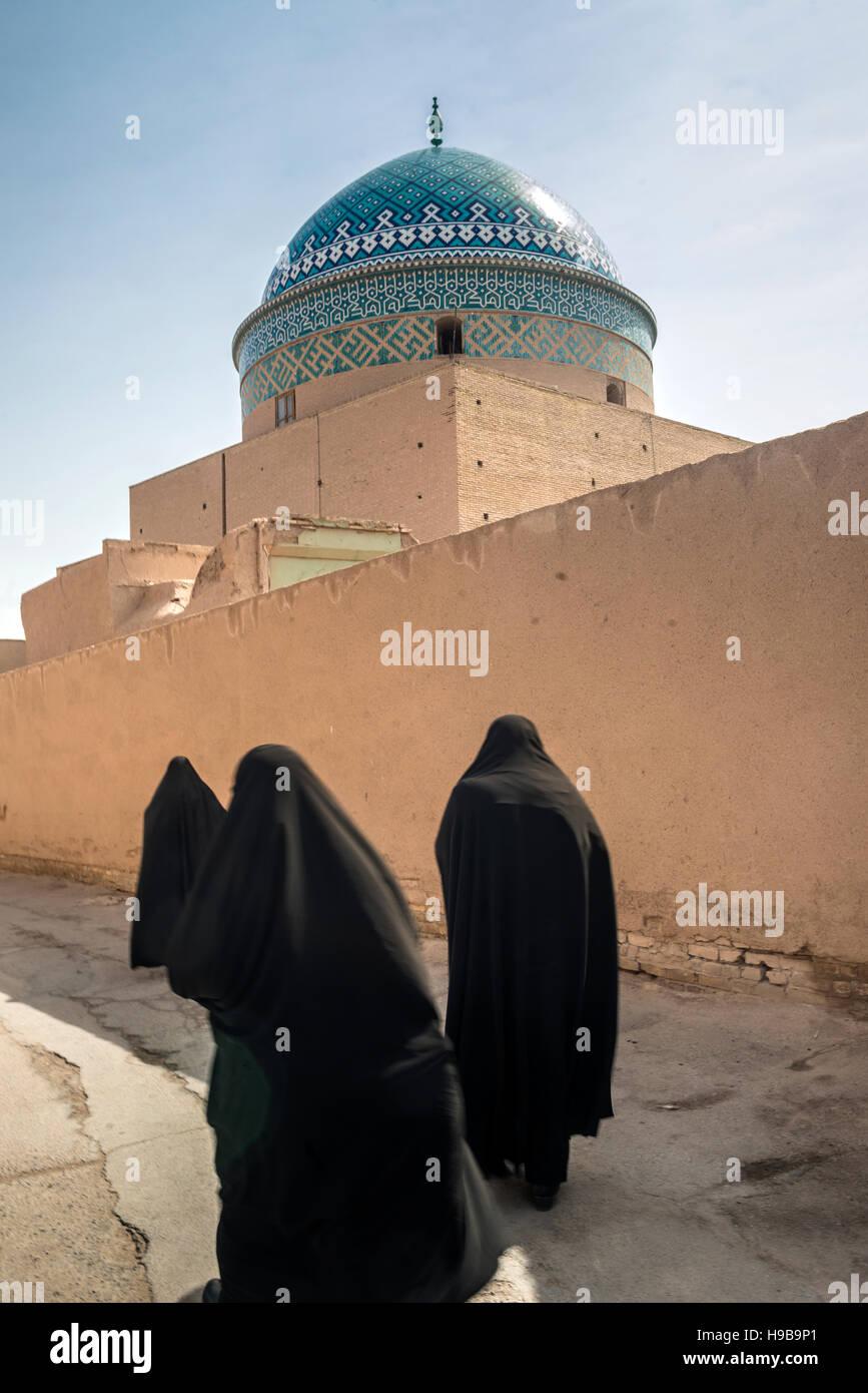 Women at Twelve Imam Mausoleum Yazd Iran - Stock Image