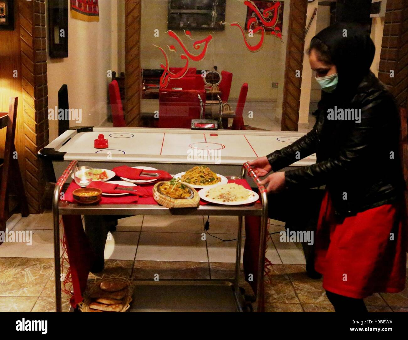 Kabul, Afghanistan. 16th Nov, 2016. A waitress works at Bost Family Restaurant in Kabul, capital of Afghanistan, - Stock Image