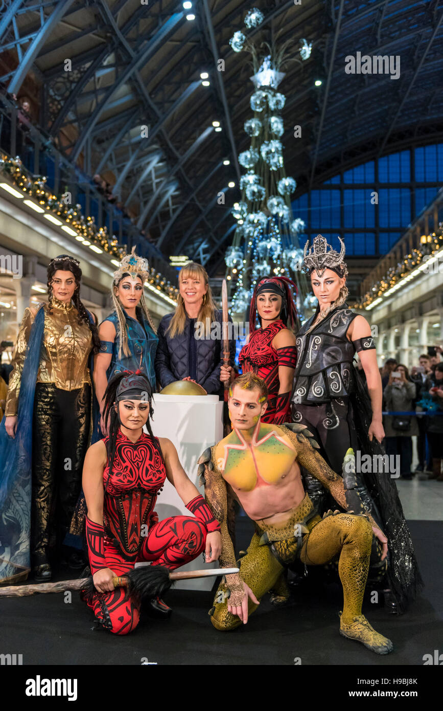 London, UK. 21 November 2016. (C) Sara Cox, BBC presenter, and the ...
