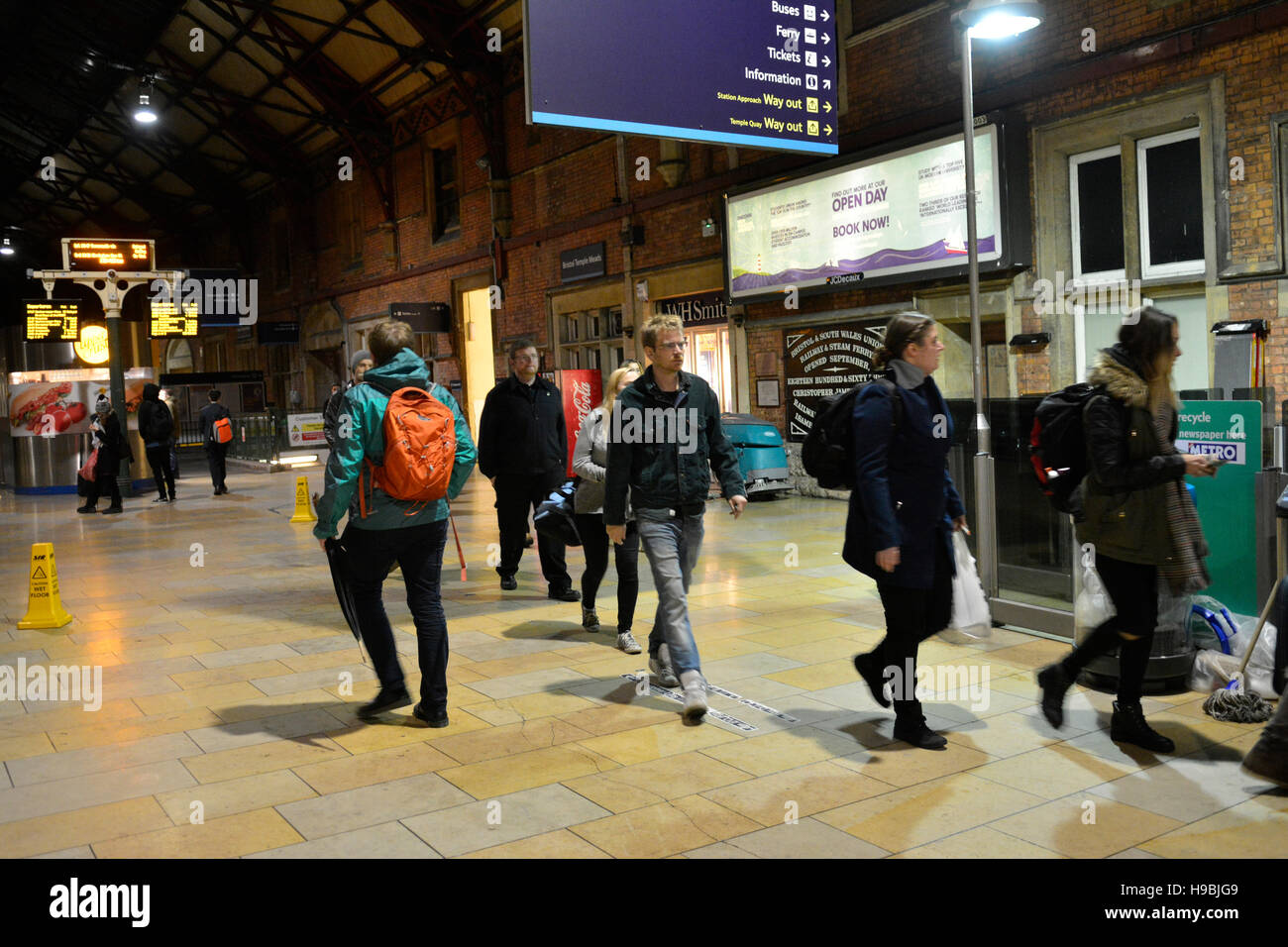 Bristol, UK. 21st Nov, 2016. UK Weather. Trains at Temple meads Station in Bristol, are either Canceled or delayed - Stock Image