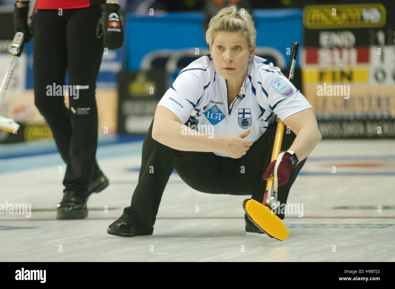 Braehead Arena, Renfrewshire, Scotland, 22 November 2016. Anne Malmi, skip of Finland, watching a stone during the - Stock Image