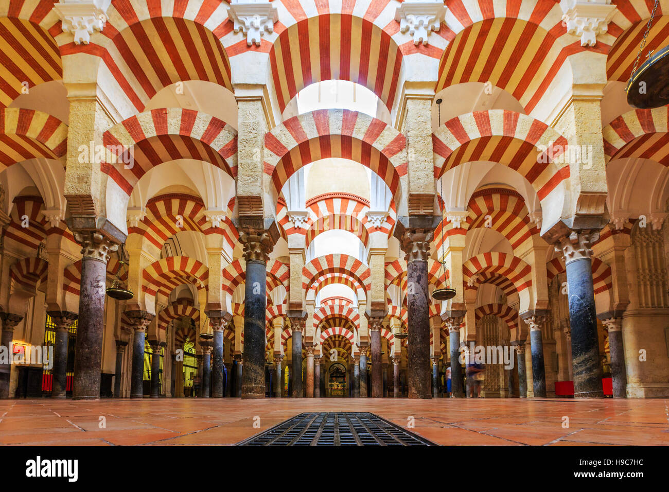 Cordoba spain interior view of la mezquita cathedral for Mezquita de cordoba interior