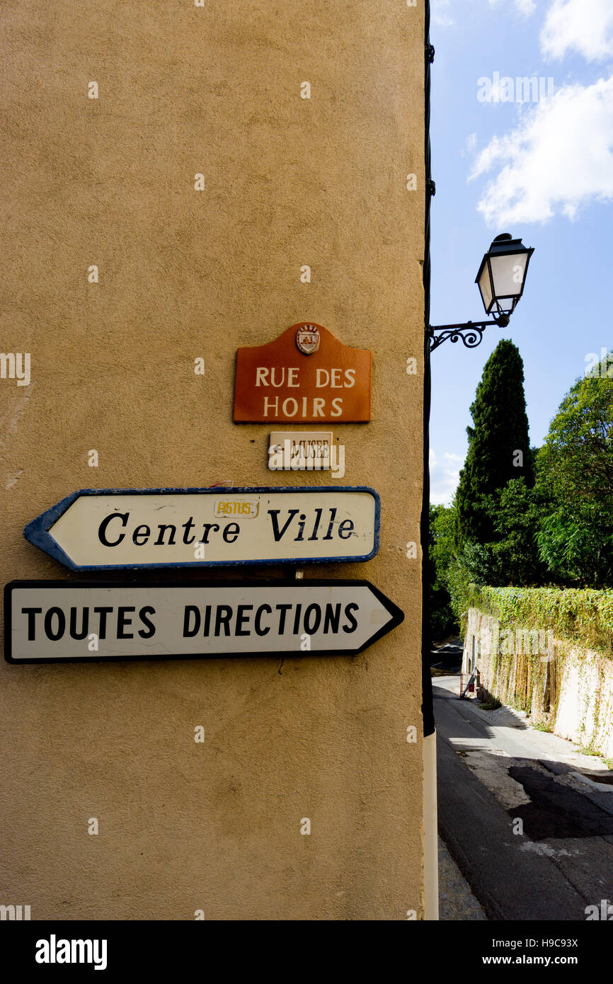 Toutes Directions and Centre Ville signs in the South of France hilltop village of Grimaud, Var, France - Stock Image