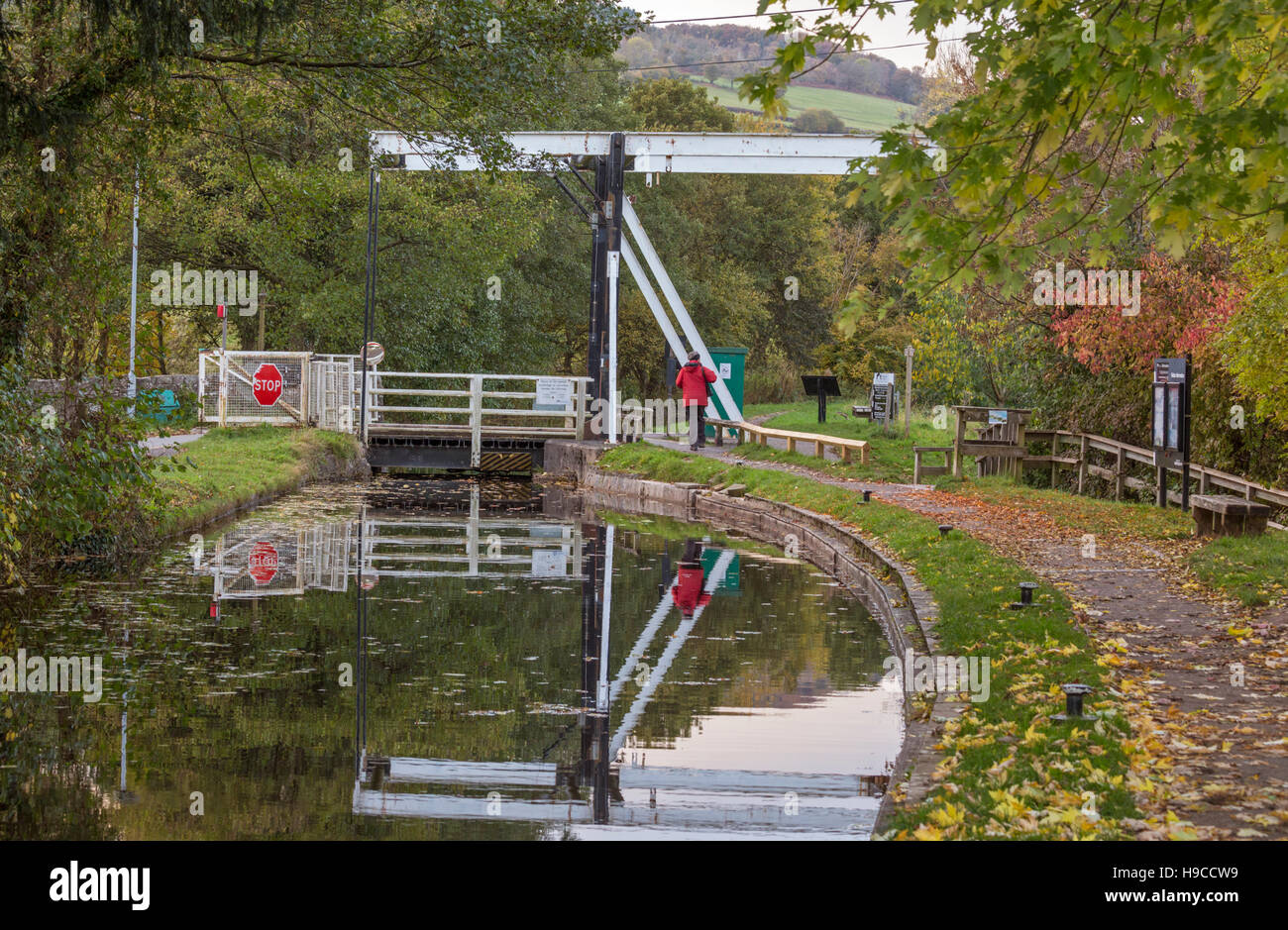 Autumn on the Monmouthshire & Brecon Canal at Talybont-on-Usk lift bridge, Brecon Beacons National Park, Wales, - Stock Image