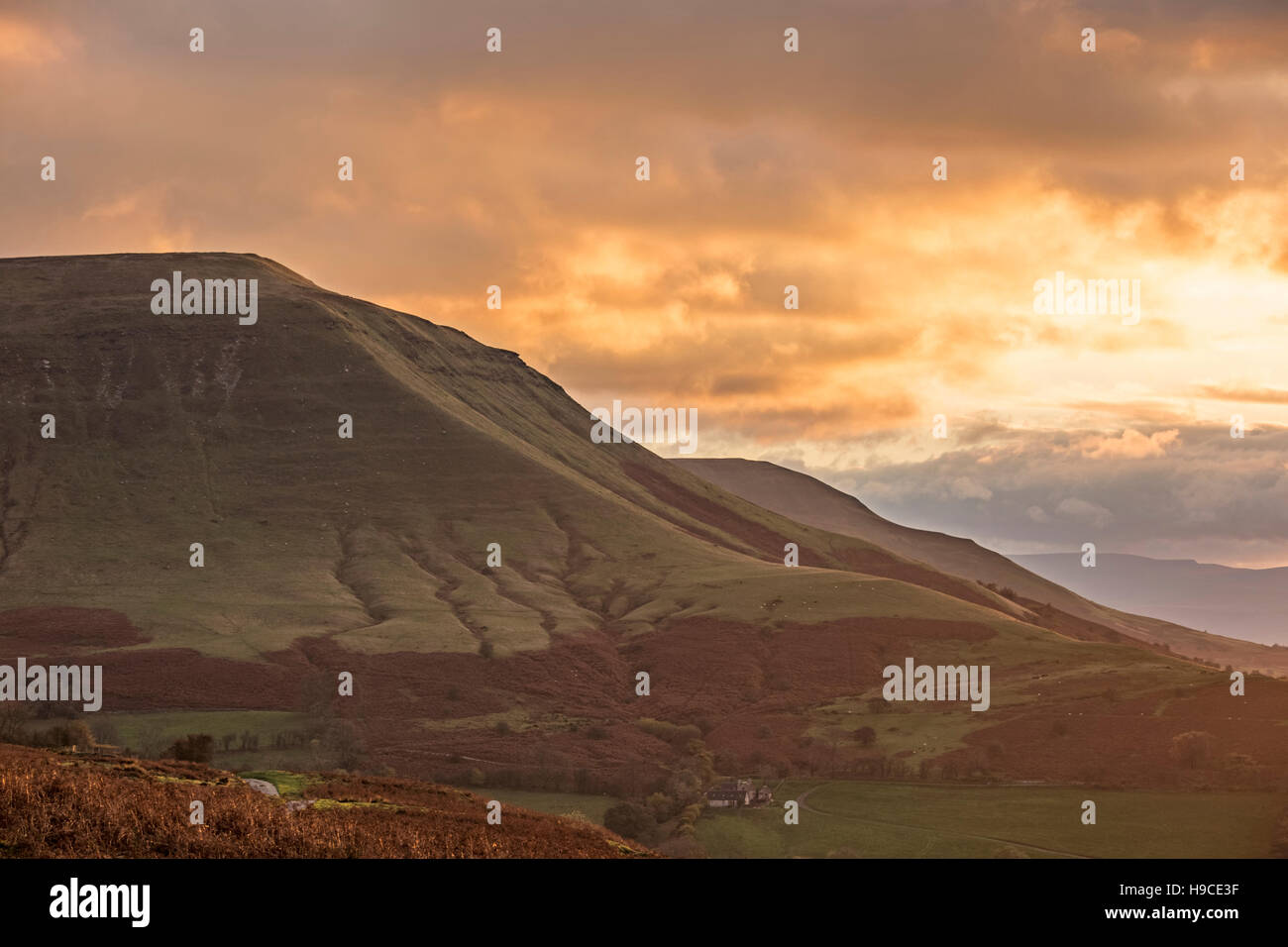 Sunset over Twmpa from the slopes of Hay Bluff on the Gospel Pass, Brecon Beacons National Park, Wales, UK - Stock Image