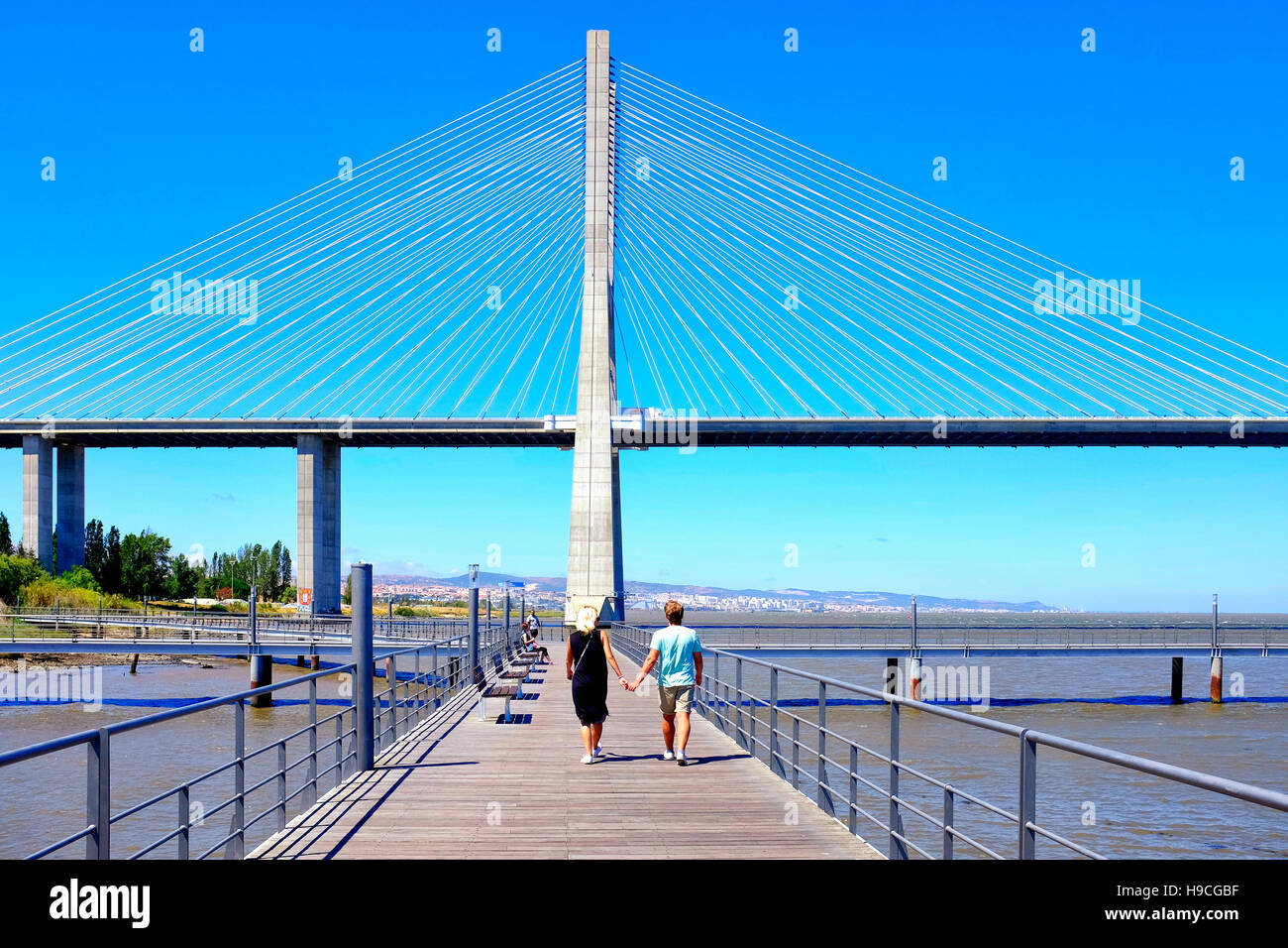 Jardim do Passeio dos Heróis do Mar and Vasco de Gama Bridge, Lisbon, Portugal - Stock Image