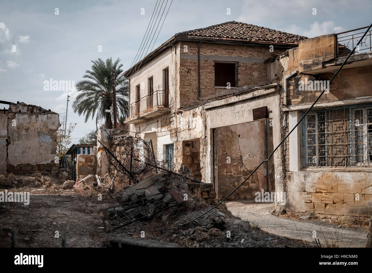 An abandoned street in the UN buffer zone between Greek Cypriot and Turkish Cypriot areas in Nicosia, Cyprus. - Stock Image