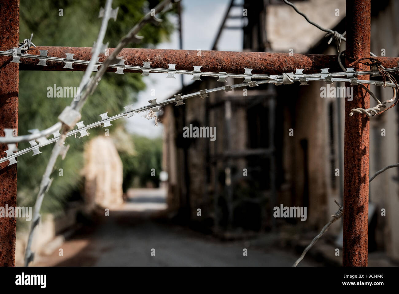 A street is  barricaded and fortified with razor wire at the UN buffer zone between Greek Cypriot and Turkish Cypriot - Stock Image