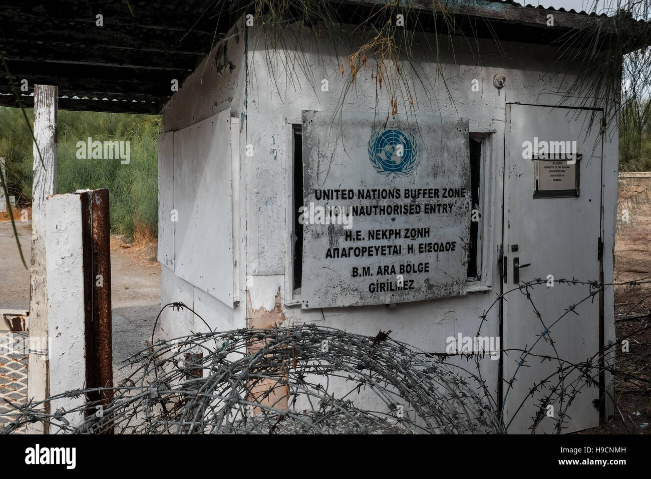 An abandoned United Nations post marks the start of the buffer zone between Greek Cypriot and Turkish Cypriot areas Stock Photo