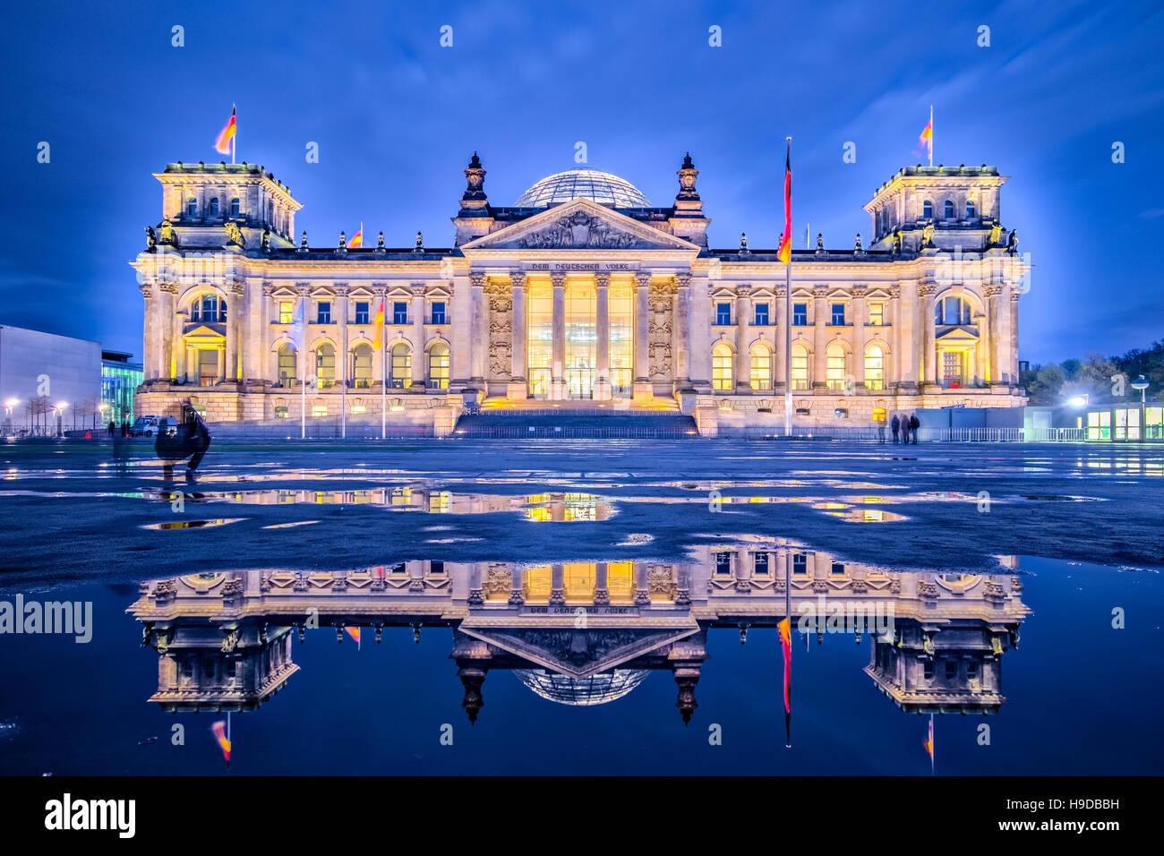 Night in Berlin, The Reichstag building or Deutscher Bundestag in Berlin, Germany. - Stock Image