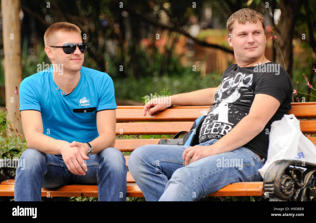 Russian men sitting on a bench, Gorki Park, Moscow - Stock Image