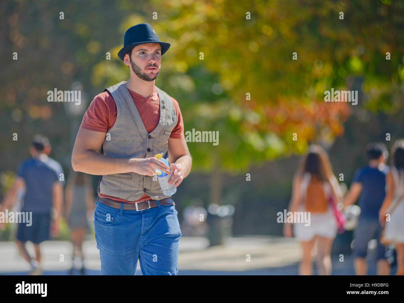 Man dressed with a vest and hat in Parque del Retiro, Madrid - Stock Image