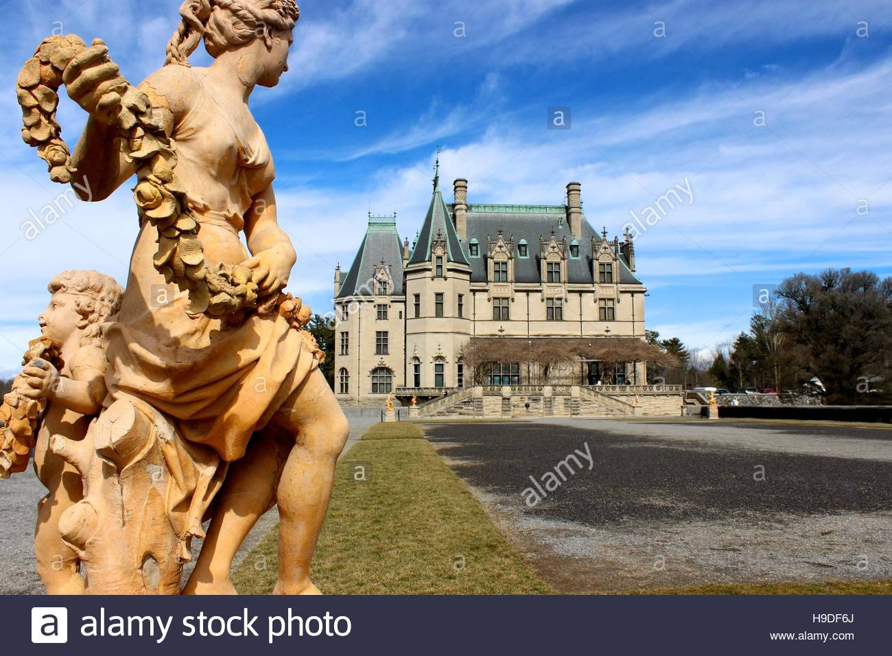 Statue outside of the Biltmore mansion - Stock Image