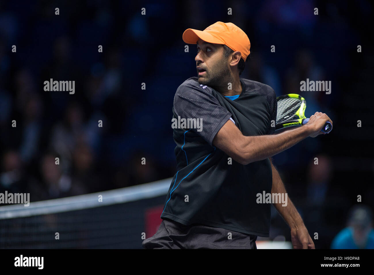 The O2, London, UK. 20th November, 2016. Finals doubles match, Rajeev Ram backhand at the net. © sportsimages. - Stock Image