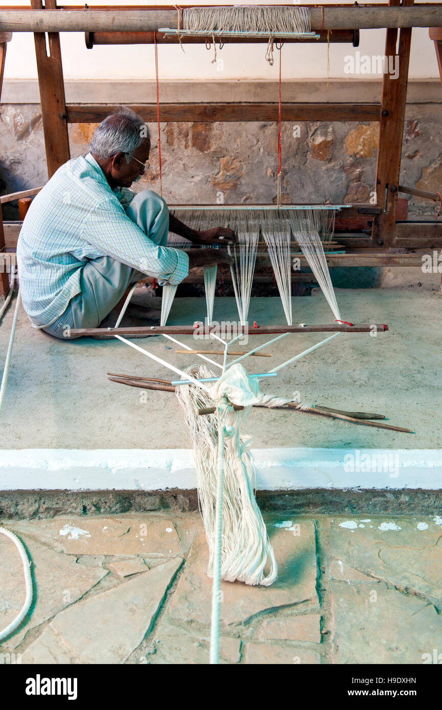 A man weaving at Khamir, a textile cooperative working to protect the rich artisanal traditions of Kachchh district - Stock Image