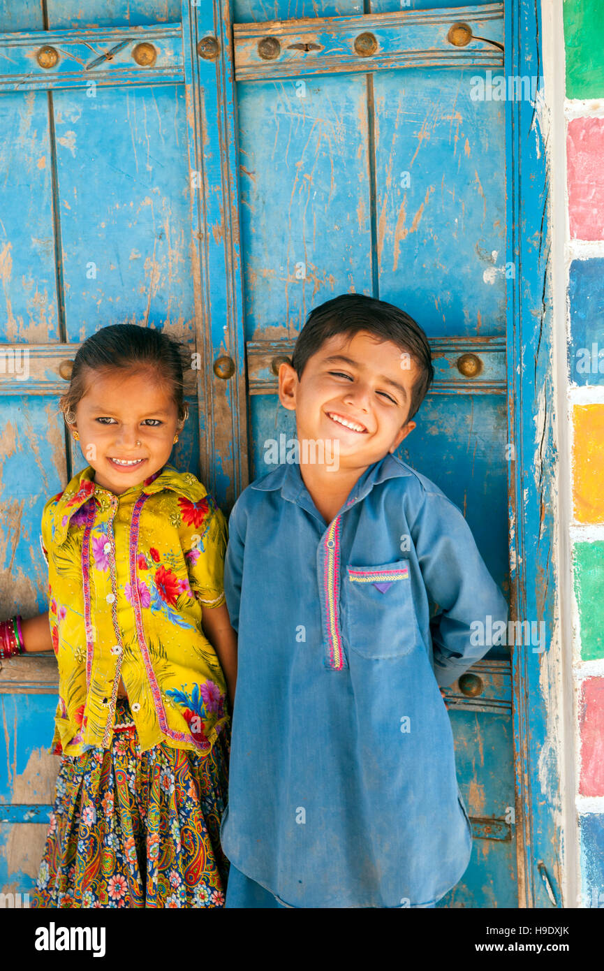 Meghawal children in front of his family's mud brick hut in Hodka, a semi-arid region bordering the Great Raan - Stock Image
