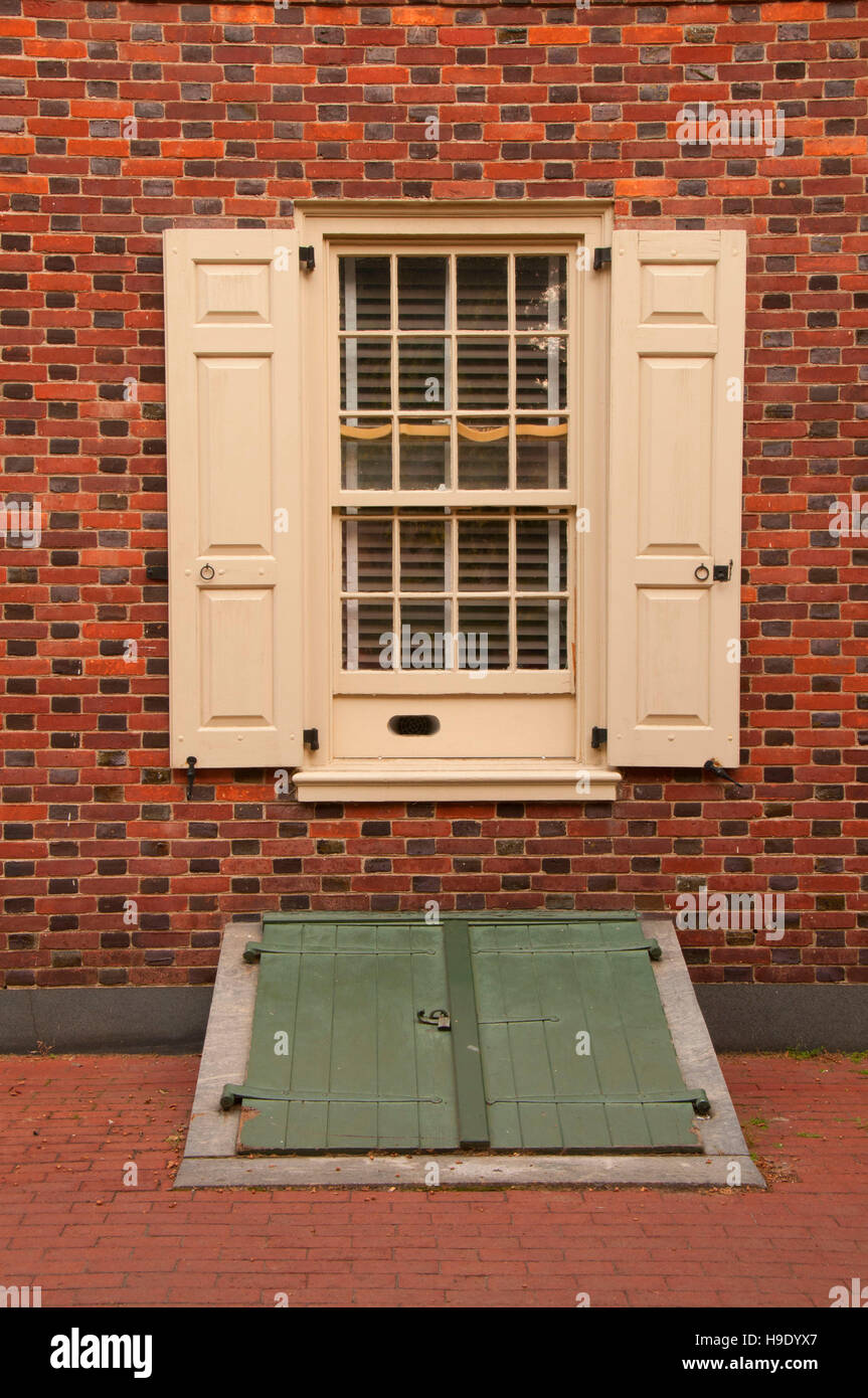 New Hall Military Museum window, Independence National Historical Park, Philadelphia, Pennsylvania - Stock Image