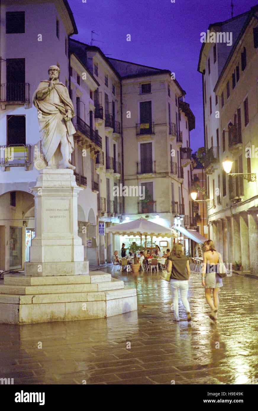 Italy, Veneto, Vicenza, Piazzetta Andrea Palladio Square, Andrea Palladio Monument - Stock Image